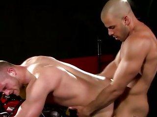 Fit pornstar ravaging a hunk