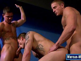 Muscly gay pornstar spitroasts