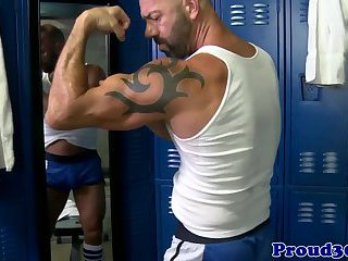 Gay muscular masturbation with solo poser